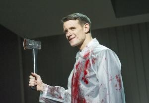 Matt Smith als Patrick Bateman in de toneelversie van American Psycho.