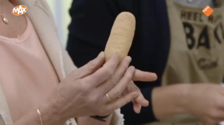 Martines hele hánd past bijna in één 'lady finger'